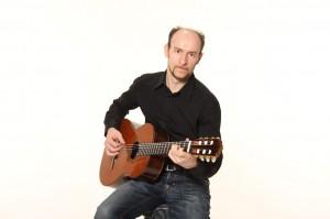 Eugen an der Gitarre